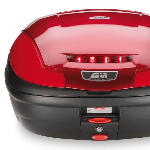 Givi - Kit luci stop a led. Prodotto non omologabile secondo Regolamento UE 168/2013. Vi invitiamo a verificare la normativa esistente nel vostro Paese.